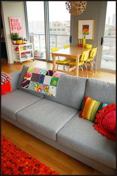 colorful room design home design Home Living Room, Living Room Decor, Living Spaces, Apartment Living, Apartment Ideas, Living Area, Gray Sofa, Neutral Couch, Neutral Walls