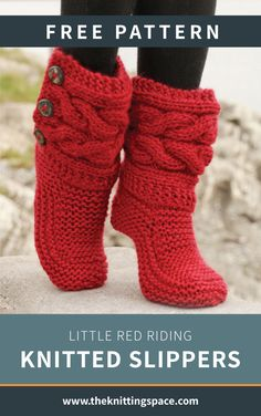 """Little Red Riding Slippers - Slippers with cables in Eskimo by DROPS design DIY Knit Slipper Boots Free Patterns by DROPS Design. My favorite: the Little Red Riding Hood Slippers. (via truebluemeandyou) These Knitted DROPS slippers with cables in """"Eskim Crochet Slipper Boots, Knitted Slippers, Crochet Shoes, Knit Crochet, Women's Slippers, Crochet Stitch, Crochet Baby, Knitting Patterns Free, Knit Patterns"""