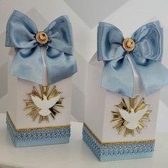 Decoração e personalizados para o meu aniversário, comemorado no dia 29/09. Com as cores rosa e azul como na minha logo. Essa foi a minha… Wedding Gift Boxes, Wedding Favors, Party Favors, Wedding Gifts, First Communion Cards, First Holy Communion, Blue Peach, Cinderella Dresses, Ideas Para Fiestas
