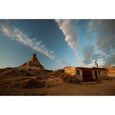 Hay quien busca localizaciones para rodajes en #Navarra y se encuentra ésto... (Foto: @brunafilms en #Instagram) Saber más... -> http://www.turismo.navarra.es/esp/organice-viaje/recurso/Patrimonio/3023/Parque-Natural-de-las-Bardenas-Reales.htm