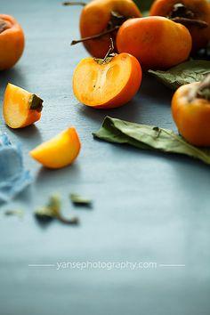 Persimmons by feryersan (kaki fruit recipes) Vegetables Photography, Fruit Photography, Food Photography Styling, Fruit And Veg, Fruits And Vegetables, Fresh Fruit, Iranian Dishes, Fruits Photos, Delicious Fruit