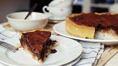 Tereza z blogu Foodlover.cz připravila recept pro všechny milovníky čokolády. Výborný koláč v sobě snoubí chuť hořké čokolády s hruškami, což je kombinace naprosto neodolatelná.