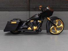 2013 Road Glide Custom Moto Motorcycles That Rock Harley Davidson Custom Bike, Motos Harley Davidson, Harley Davidson Street Glide, Triumph Motorcycles, Cool Motorcycles, Bagger Motorcycle, Motorcycle Style, Motorcycle Garage, Motorcycle Quotes