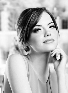 Beautiful Celebrities, Beautiful People, Actress Emma Stone, Celebrity Portraits, Famous Women, Classic Beauty, Famous Faces, Woman Crush, Mannequins