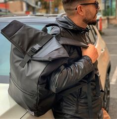Dunut collection 2020 backpack in Roma, on the move in Paris with the photographer Martin. Geneva Switzerland, Backpacks, Seasons, Paris, Winter, Collection, Fashion, Switzerland, Bag