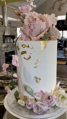 Beautiful Birthday Cakes, Beautiful Wedding Cakes, Beautiful Cakes, Beautiful Bride, Cake Decorating Designs, Cake Decorating Videos, Cake Decorating Techniques, Bolo Fashionista, Wedding Shower Cakes