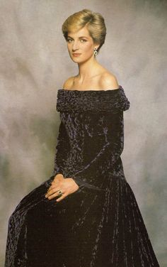 Princess Diana. That's gotta be the classiest crushed velvet ever. She looks stunning. And just a bit medieval, in a surprisingly subtle way, considering it was the 80s. Love.