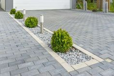 40 Simple Tricks for Boosting Your Home's Curb Appeal – Vorgarten ideen - front yard landscaping ideas curb appeal Front Garden Ideas Driveway, Driveway Design, Driveway Landscaping, Modern Landscaping, Outdoor Landscaping, Driveway Border, Diy Driveway, Landscaping Ideas, Permeable Driveway