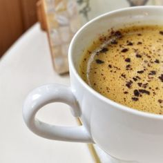 This mood-boosting turmeric mocha latte recipe has a warm and spicy flavor that pairs well with the dark chocolate of this easy to make, creamy beverage. Milk Tea Recipes, Coffee Recipes, Salad Recipes Holidays, Holiday Recipes, Lavender Latte Recipe, Shea Butter Cream, Hot Buttered Rum, Vanilla Milk, Coffee Cake