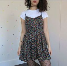 Die Sommeroutfits im Hipster-Stil sehen aus wie eine Hipster-Diva - ╭❥ *:・ᖴᗩᔕᕼᎥᗝᑎ ‧₊˚✰ - Hipster Fashion Summer, 90s Fashion Grunge, Look Fashion, Trendy Fashion, Womens Fashion, Feminine Fashion, Early 90s Fashion, Cheap Fashion, Fall Fashion