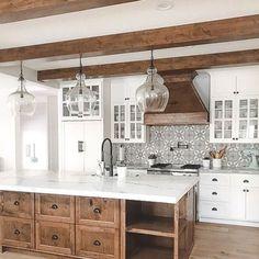 Farmhouse kitchen 2018 - 35 Inspiring White Farmhouse Style Kitchen Ideas To Maximize Kitchen Design. Farmhouse Style Kitchen, Modern Farmhouse Kitchens, Diy Kitchen, Home Kitchens, Kitchen Wood, Awesome Kitchen, Smart Kitchen, Country Farmhouse, Kitchen Small
