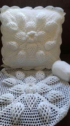 Filet Crochet, Crochet Motifs, Crochet Stitches, Crochet Pillow Patterns Free, Crochet Bedspread Pattern, Baby Knitting Patterns, Crochet Cushion Cover, Crochet Cushions, Crochet Home
