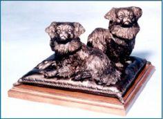 Beeldjes : Bronzen beeld Tibetaanse Spaniel duo op kussen
