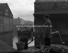 Canal Scene- with Barge - James St. Fine Art Photo, Photo Art, Old Photos, Vintage Photos, Irish Dance, Photo Archive, Dublin, 1950s, Ireland