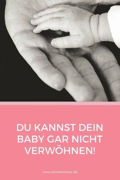 """Kaum etwas nervt uns Mütter so sehr wie gut gemeinte """"Ratschläge"""" zur Kindererziehung. Nicht nur, dass es keinen etwas angeht, für welchen Erziehungsstil wir uns entscheiden (solange er dem Kind keinen Schaden zufügt). Außenstehende sehen auch niemals das ganze Bild. Doch eine wissenschaftliche Studie hat bewiesen: Wir können unsere Babys gar nicht zu viel verwöhnen. Foto: ©️ Unsplash / Liane Metzler #Kinder"""
