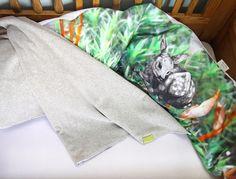 #fawn #moss #photography #illustration #nursing #maternity #sidesleeper #pillow #grey #soft #velours #blanket #baby #children #gots #vegan #organic // #kitz #moos #fotografie #zeichnung #grau #grün #seitenschläferkissen #stillkissen #weich #grau #decke #kinder #bio #öko