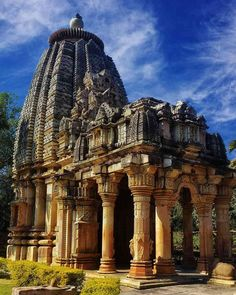[Building] Ghateshwara Mahadeva Temple Chittorgarh district Rajasthan India - Architecture and Urban Living - Modern and Historical Buildings - City Planning - Travel Photography Destinations - Amazing Beautiful Places Indian Temple Architecture, India Architecture, Ancient Architecture, Beautiful Architecture, Temple India, Hindu Temple, Mother India, Visit India, Tourist Places