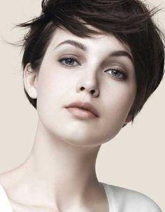 15  Cute Hairstyles for Short Straight Hair