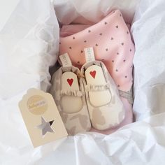 This gorgeous set was packed and delivered by includes: A pink with grey bunny, matching pink and the sweetest white reversible with grey butterfly's ♡ Baby Girl Gift Sets, Personalized Baby Shower Gifts, Grey Bunny, Dribble Bibs, Baby Online, Baby Grows, Little People, Gift Ideas, Pink