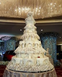 Castle Wedding Cake With Hundreds Of Individual Sugar Flowers A cake like this one which features seven enormous tiers and hundreds of individual sugar flowers requires two trucks to move it to a v… Castle Wedding Cake, Big Wedding Cakes, Beautiful Wedding Cakes, Gorgeous Cakes, Castle Cakes, Amazing Cakes, Extravagant Wedding Cakes, Elegant Wedding Cakes, Elegant Cakes