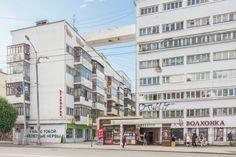 the complex of the Uraloblsovnarkhoz Communal Buildings Yekaterinburg, Russia, 1930s / Moisei Ginzburg.