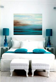 wohnideen schlafzimmer farben weißes bett grüne akzente