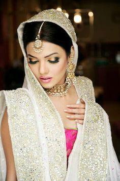 Wow so beautiful bride....