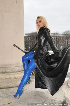 Heike displays her blue OTK Leather Boots Long Leather Coat, High Leather Boots, Leather And Lace, Thigh High Boots Heels, Hot High Heels, Sexy Heels, Trent Coat, Crotch Boots, Leder Outfits