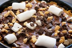 So easy! Make this Rocky Road Cake right in the crock pot! http://thestir.cafemom.com/food_party/160400/10_delicious_nowork_desserts_for/109721?utm_medium=sm_source=pinterest_content=thestir/crock_pot_rocky_road_cake?slideid=109721