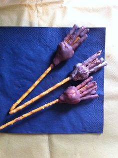 Broomstick sweet snacks for Harry Potter party