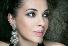 Teresa Salgueiro - Portuguese singer I love the earrings !
