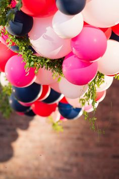 Kate Spade-Inspired Chicago Wedding Equal parts glamour and artisanal, this colorful soiree is my pe Kate Spade Party, Kate Spade Bridal, Engagement Party Decorations, Balloon Decorations Party, Bridal Shower Tables, Chicago Wedding, Party Time, Wedding Inspiration, Diy