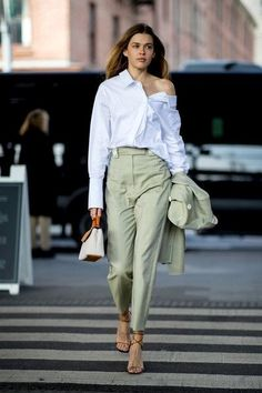 All of the street style inspiration you need from New York Fashion Week Athleisure Trend, Athleisure Fashion, Office Outfits, Chic Outfits, Fashion Outfits, Fashion Weeks, Classy Outfits, Look Fashion, Trendy Fashion