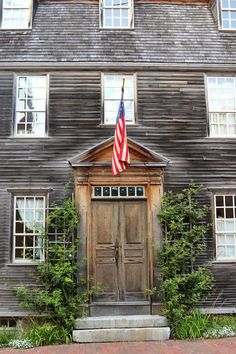 Portsmouth, New Hampshire | An Architectural Stroll - beautiful door