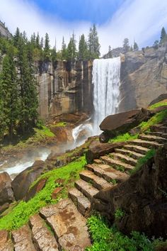 Touristlink.com Vernal Fall, Yosemite National Park (California, USA)