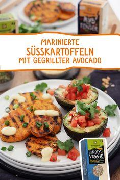 """Vegetarisch  vegan grillen ist einfach herrlich. Süsskartoffel trifft Avocado, verfeinert mit Tomaten-Melonen-Koriander Salat und unserem feinen Grillgewürz """"Holy Veggie"""" #grillen #grillgewürz #bbq #vegetarischgrillen #vegangrillen #vegan Vegan Barbecue, Bbq, Melon Salad, Grilled Sweet Potatoes, Avocado, Healthy Sandwiches, Hamburger Meat Recipes, Food Inspiration, Vegan Vegetarian"""