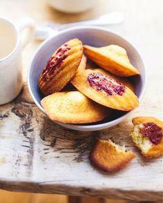 Recette madeleines aux framboises Picard : une déclinaison fruitée des traditionnelles madeleines au beurre. Idéales pour le goûter des enfants ou pour un savoureux tea time ! Une idée recette facile à faire que vous allez adorer savourer !