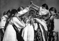 Hra na zlatu branu, Slovakia Old Photography, Folk Dance, Young Designers, Folk Costume, Costumes, Folk Music, Album, Historical Photos, Saga