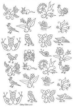 blackwork patrón de bordado a mano alzada, transcrito por Sidney Eileen, a partir de una bata isabelino existentes.  El diseño se repite suficientes veces para incluir variaciones de las figuras que se encuentran en la parte delantera de la bata y el manguito.