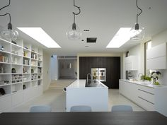 This all-white, minimalist kitchen features a sleek and elongated central island, handleless draws and a resourceful storage unit Open Plan Kitchen Dining Living, Living Room Kitchen, Kitchen Decor, Long Kitchen, Kitchen Ideas, Dining Room, Modern Kitchen Design, Interior Design Kitchen, Kitchen Diner Extension