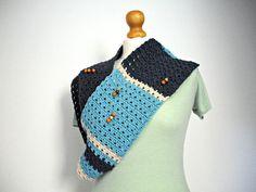 sciarpa ad anello blu con perle in legno da donna by IlmondodiTabitha #italiasmartteam #etsy