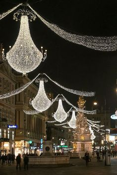 Christmas in Vienna, Austria. Been there and loved it, but not at Christmas time. Christmas Lights, Christmas Holidays, Merry Christmas, Vienna Holidays, Christmas Markets, Vienna Christmas, Holiday Lights, Christmas Travel, Christmas Scenes