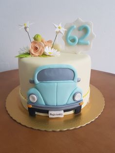 Um fusca azul e muita história para contar! Lindo bolo! Boys Birthday Cakes Easy, Bug Birthday Cakes, Toy Story Birthday Cake, Minnie Mouse Birthday Cakes, Cake Decorating For Kids, Cake Decorating With Fondant, Fondant Cakes, Cupcake Cakes, Fondant Cake Designs