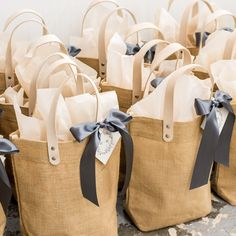 Gallery: Middleburg, Virginia Wedding Welcome Bags – Gift Boxes Creative Wedding Gifts, Wedding Welcome Gifts, Wedding Guest Bags, Wedding Gift Boxes, Rustic Hampers, Gift Box For Men, Diy Food Gifts, Gift Box Design, Bag Display