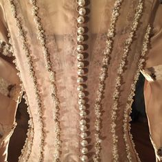 karlaottoIn detail: exquisite pearl embroideries on a piece at the @AouadiParis Haute Couture presentation.