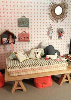 Nel 2006 Muriellee e Román Bressan aprono il primo concept store per bambini in Spagna. È solo l'inizio della loro avventura. Qualche anno dopo, infatti, si trasformano creando uno stile e un marchio propri. Nasce così Nobodinoz, un brand oggi conosciuto in tutto il mondo. La squadra di fashion designer e creativi è composta da…