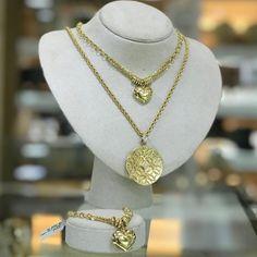 Experimente essa combinação de gargantilha e pulseira em elos com pingente  coração e gargantilha corda com pingente mandala, em ouro 18k750. 4572a8a68c