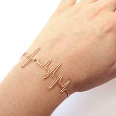 Beat Bracelet by Natalia Dalbem Beaded Jewelry, Jewelry Box, Jewelery, Unique Jewelry, Or Rose, Jewelry Design, Bangles, Bling, My Style
