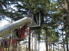 Turkije Istanbul  30 m long playground from Corocord was constructed in Emirgan Park, Istanbul. A Giant Octa Net with Cabin (h = 9.10 m ) and a curved tunnel slide, which start from a second Sky Cabin in more than 5 m height, are connected  with a 16 m long Sky Bridge in a dizzy height. The adventure can begin and not only for the youngest. (Planning idea: Serdar Pamuk, owner: IBB)