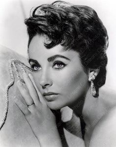 My God she was gorgeous!  Liz Taylor ... and they think Lindsay Lohan can play her!  sure